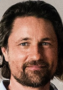 Martin Henderson as Kevin Beam