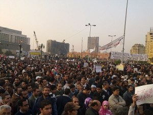 image of a protesting crowd in midan el-tahrird during the 2011 egyptian protests.