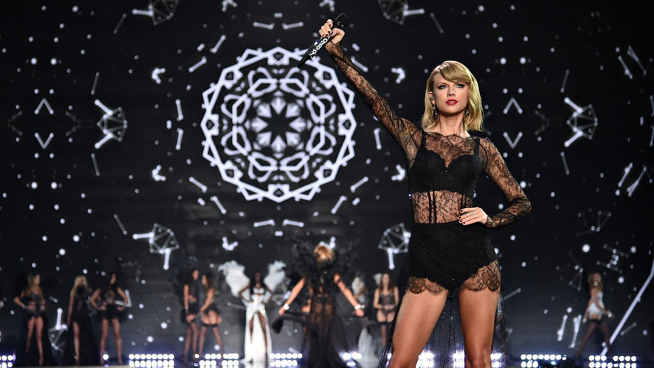 Taylor Swift, Ariana Grande, Hozier, Ed Sheeran τραγουδούν στο Victoria Secret fashionshow [video]