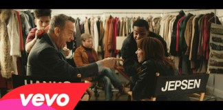 Carly Rae Jepsen & Tom Hanks - I Really Like You video premiere