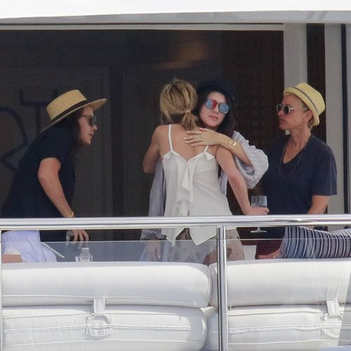 harry-style-and-kandall-jenner-on-holiday-3