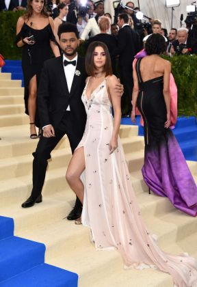 The Weeknd - Selena Gomez - Met Gala 2017 - Hit Channel