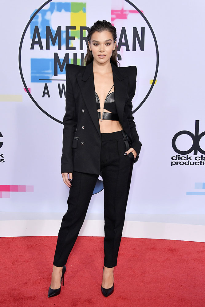HAILLE STEINFELD - RED CARPET - AMERICAN MUSIC AWARDS - AMAs 2017 - Hit Channel
