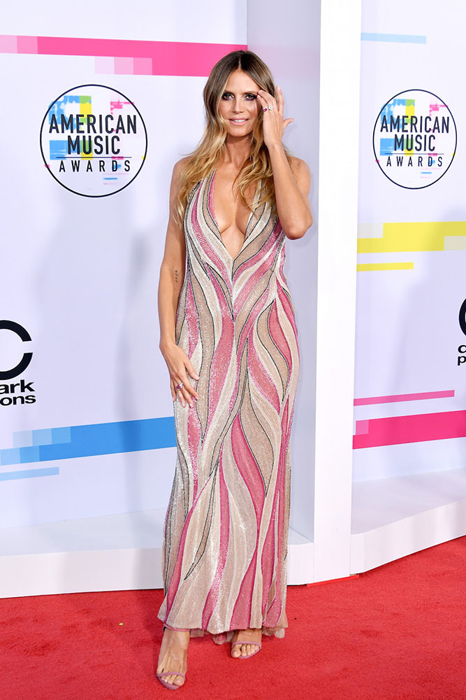 HEIDI KLUM - RED CARPET - AMERICAN MUSIC AWARDS - AMAs 2017 - Hit Channel