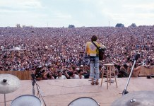 John Sebastian performing at Woodstock 1969 - Henry Diltz Corbis - Hit Channel
