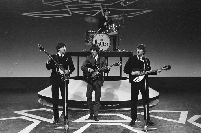 Televisie-optreden_van_The_Beatles_in_Treslong_te_Hillegom_vlnr._Paul_McCartney,_Bestanddeelnr_916-5099