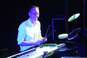 drummer tijdens muziekquiz