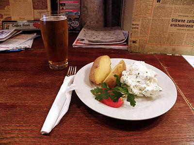 Repas et bière pas chers à Pijalnia à Cracovie en Pologne