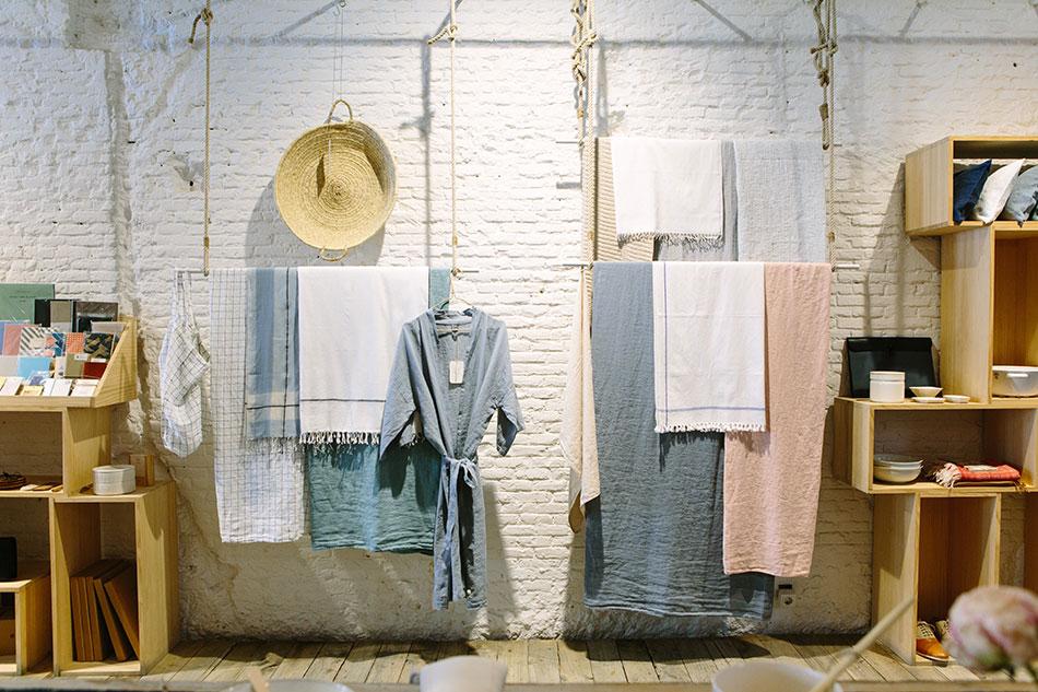 Le sarong (ou paréo) est un vêtement indispensable pour voyager en sac à dos.