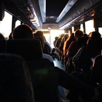 Comment survivre à un long voyage en avion, en train ou en bus?