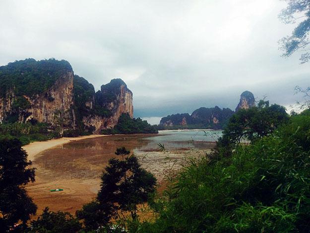 Plage de Tonsai un jour de pluie.