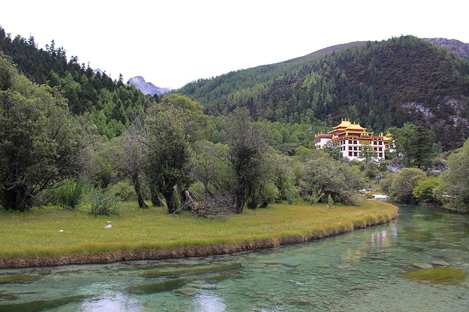 Le monastère Chong Gu dans la réserve naturelle de Yading dans la province du Sichuan en Chine.