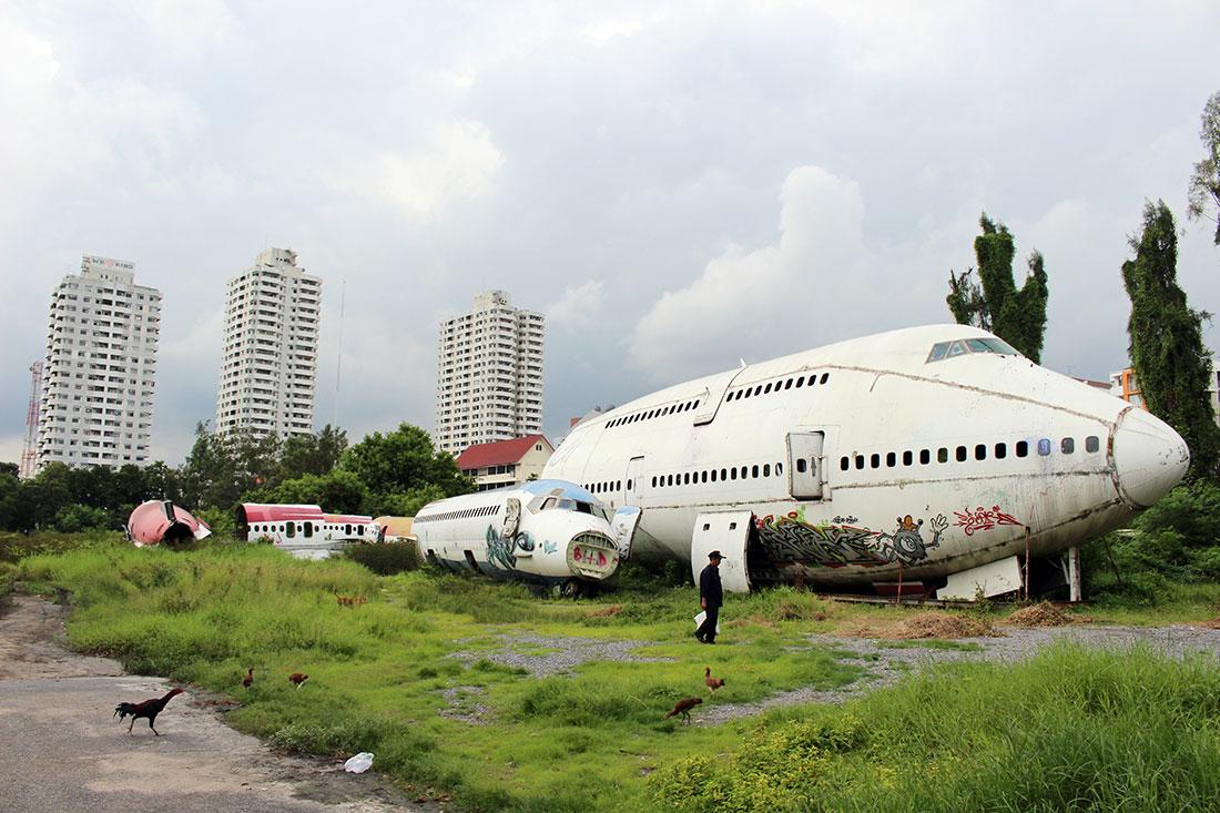Avis aux amateurs d'URBEX, il existe un cimetière d'avions à explorer à Bangkok.