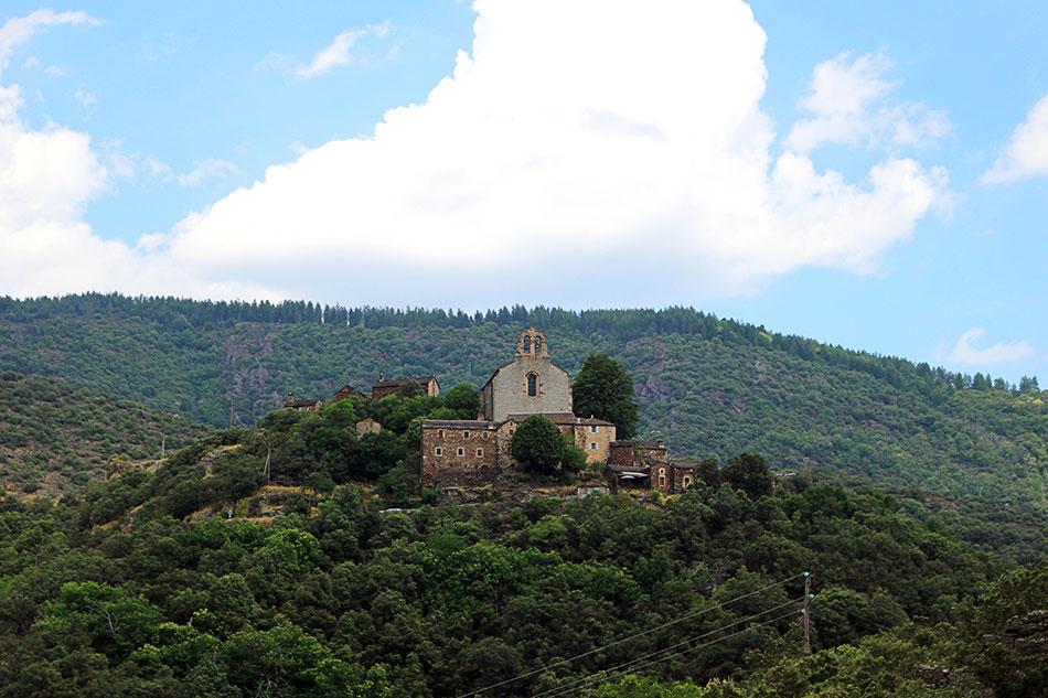 Thines est un petit village de caractère en plein cœur de l'Ardèche méridionale.
