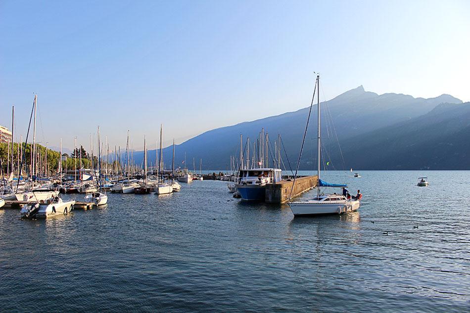Grand port d'Aix-les-Bains au bord du lac du Bourget dans le département de la Savoie en France