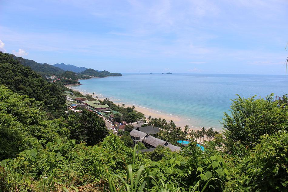 Vue sur le village de White Sand Beach sur île de Koh Chang en Thaïlande.