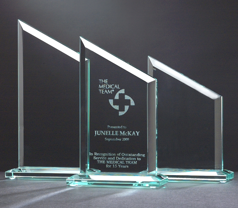 Why Engraved Glass Awards Are a Perfect Choice for Any Occasion