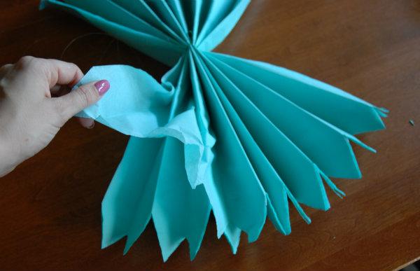 Tissue pom fluffing