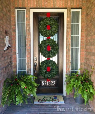 Christmas Front Door-triple wreaths-hiveandnest