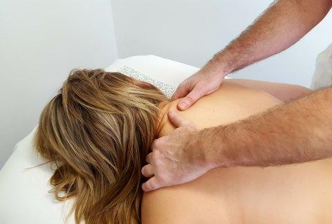 Masáž páteře s prvky reflexní terapie (Dornova a Breussova masáž)