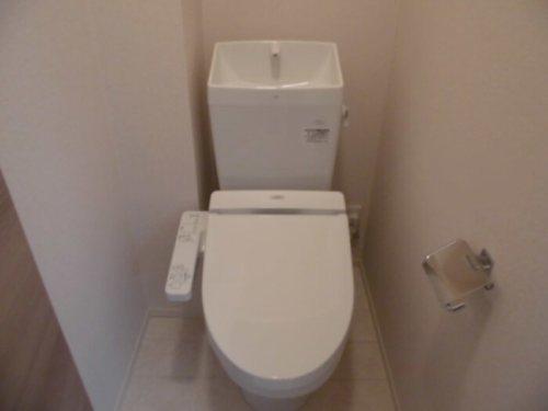 温水洗浄便座付のトイレ☆