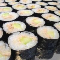 Sushi mit Thunfischcreme & Gurkenstreifen