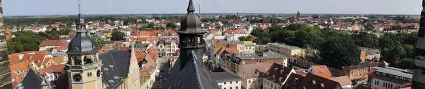 Innenstadt von Köthen mit Rathaus und Marktplatz sowie Friedenspark - Hier können Sie günstig Wohnungen mieten.