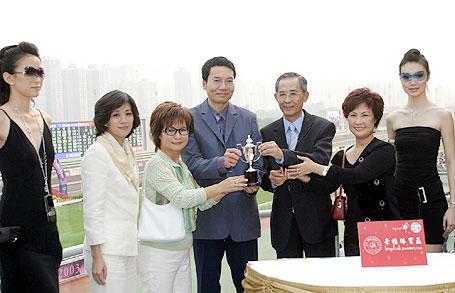 婦女銀袋日 - 圖輯一 - 賽馬新聞 - 賽馬資訊 - 香港賽馬會