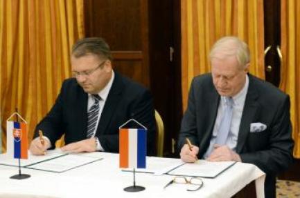 Resultado de imagen de Holandské investície na Slovensku