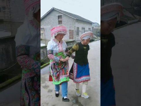 Traditional Hmong Folk Dance