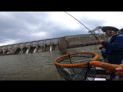 My Dad Catches More Fish Then Me | DamSpillway Fishing | Jon Boat | Hmong Fishing - OOW Outdoors