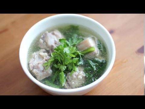 Hmong Boiled Pork with Mustard Greens Soup/Nqaj Npuas Hau Ntsug Zaub Ntsuab