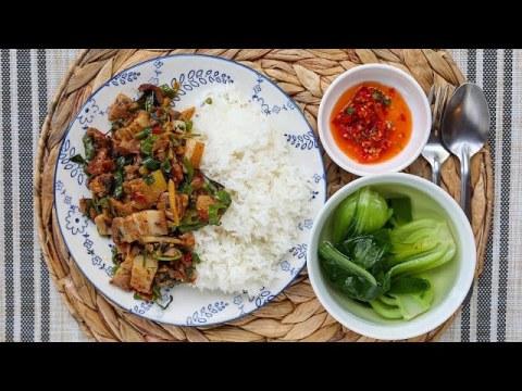Hmong Meal: Pork & Ginger Stir Fry [Nqaj Npua Kib Ntsug Qhav]