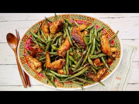 Stir Fried Green Beans w/ Chicken wings: Taum Kib Nrug kooj tis qab