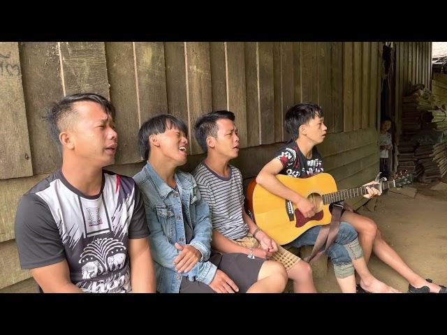 Hmoob lub Kua muag/tears of Hmong by Lue Thor, Yeng Cha, Her Vang and Wia Yang. Guitar: Vaj kuv Lee.