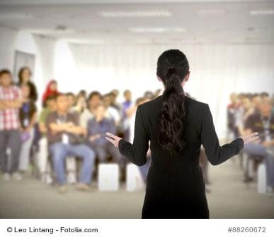 Frei vor Menschen stehen lernen - gelassen vor der Gruppe stehen mit dem 7-Punkte-Programm