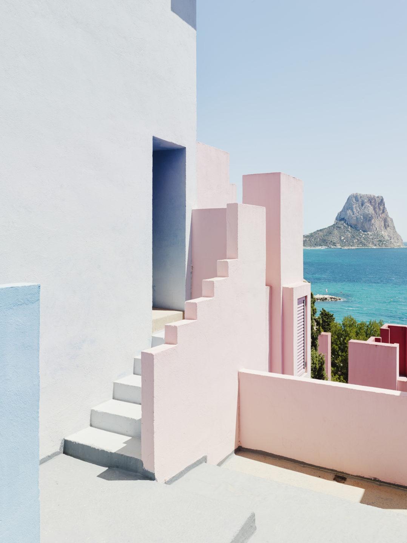 Muralla_Roja_Calpe_Spain_Ricardo_Bofill_Taller_Arquitectura_013-1078x1440
