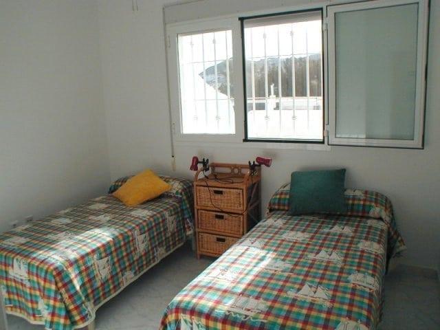 Dormitorio con 2 camas indibiduales