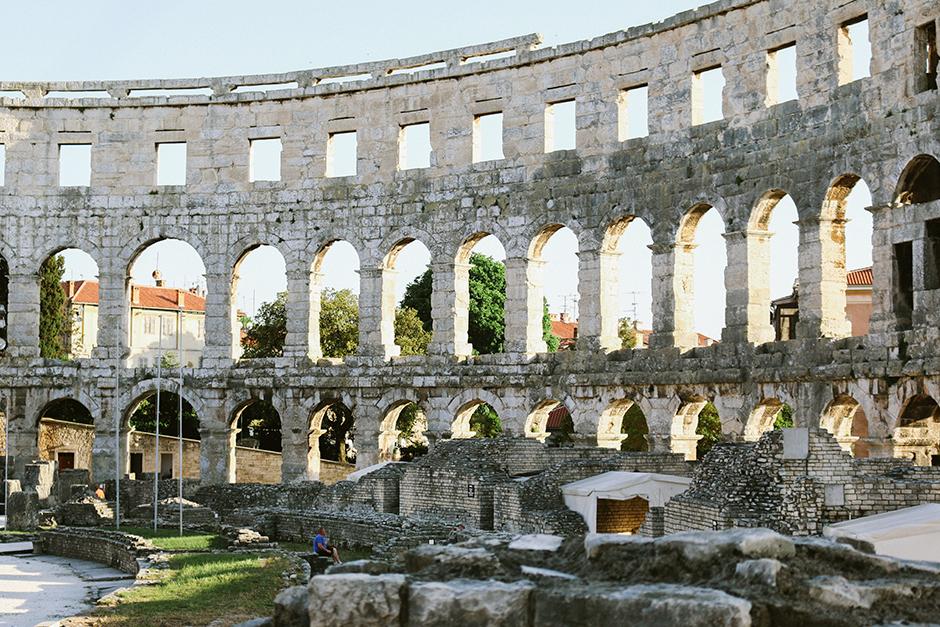 White_Dress_Amphitheater_Pula_3