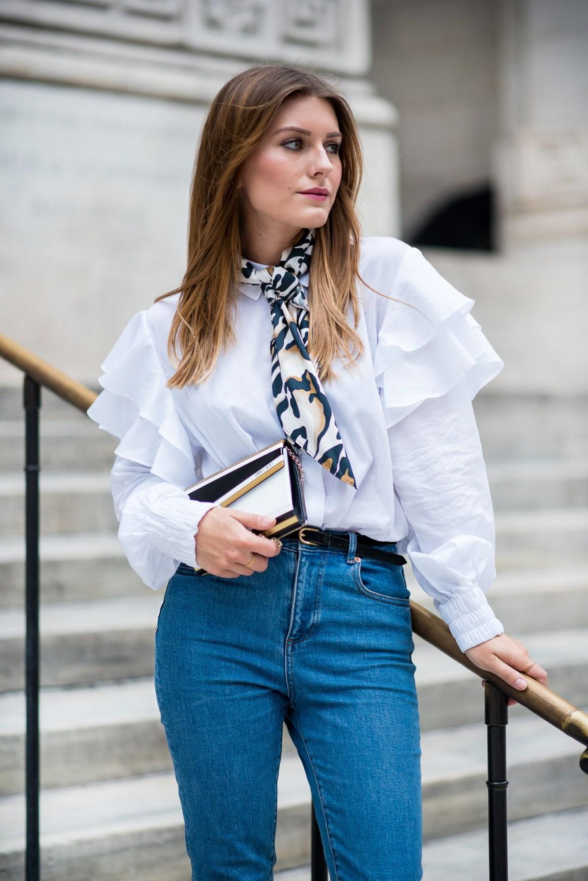 NYFW_Outfit_Mom_Jeans_Carrie_Moment_2