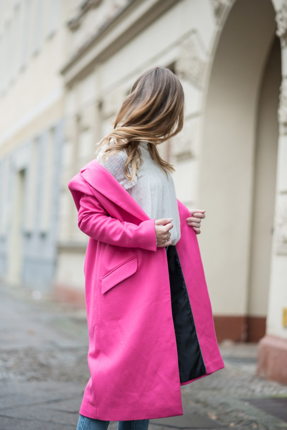 on_monday_wear_pink_topshop_coat_5