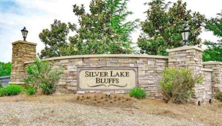 Silver Lake Bluffs sign
