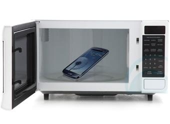 Picture Suggesting Microwaving a Smartphone will Charge its Battery