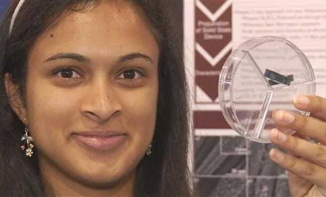 Picture Suggesting Indian-American Teen Invents 20-Second Charger