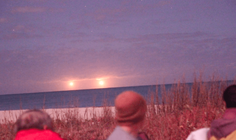 Twin UFOs Witnessed & Recorded by Dozens in Vero Beach, Florida: Hoax