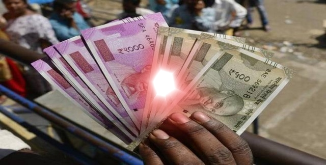 RBI Banned Holi Colored Scribbled Notes of 500 and 2000: Fact Check