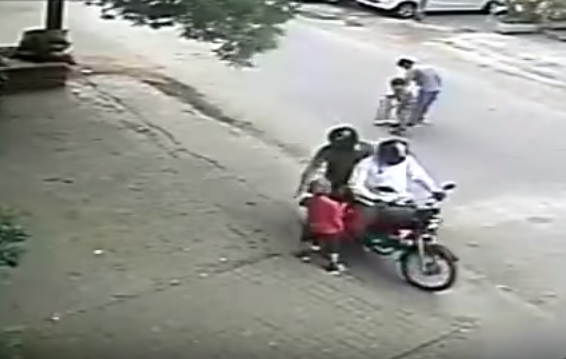 Real Kidnapping on Indian Street in Broad Daylight, Video: Fact Check