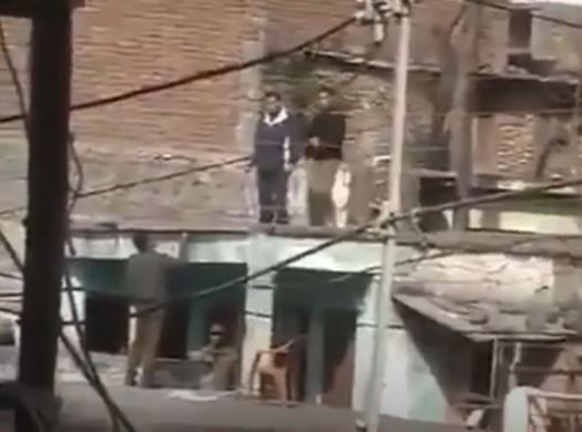 Indian Army Officer Snatching AK-47 from Terrorist, Video: Fact Check