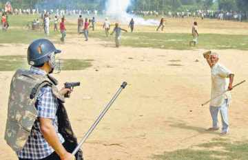 Picture About Police Aiming Gun at Farmers Protesting in Delhi