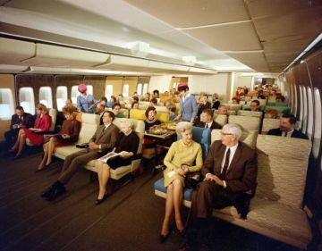 Alleged Photo of Luxurious Pan-Am Economy 747 Flying in 1960s